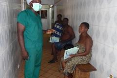 des ptients en attente pour rentrer au bloc opératoire