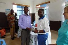 remise de materiels médicaux aux agents de santé locaux à Vogan